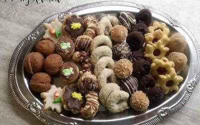 Vážení zákazníci jen připomínáme, že stále ještě přijímáme objednávky na vánoční cukroví :-) Cena: 550 czk